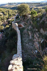 Les remparts du château et le cimetière